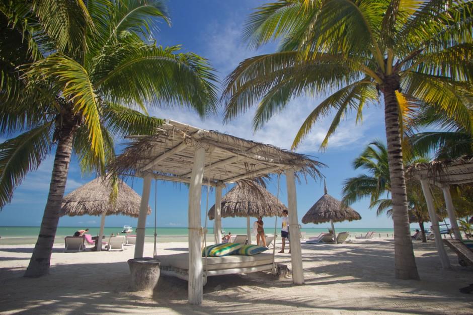 Beachbed at Casa las Tortugas beachfront