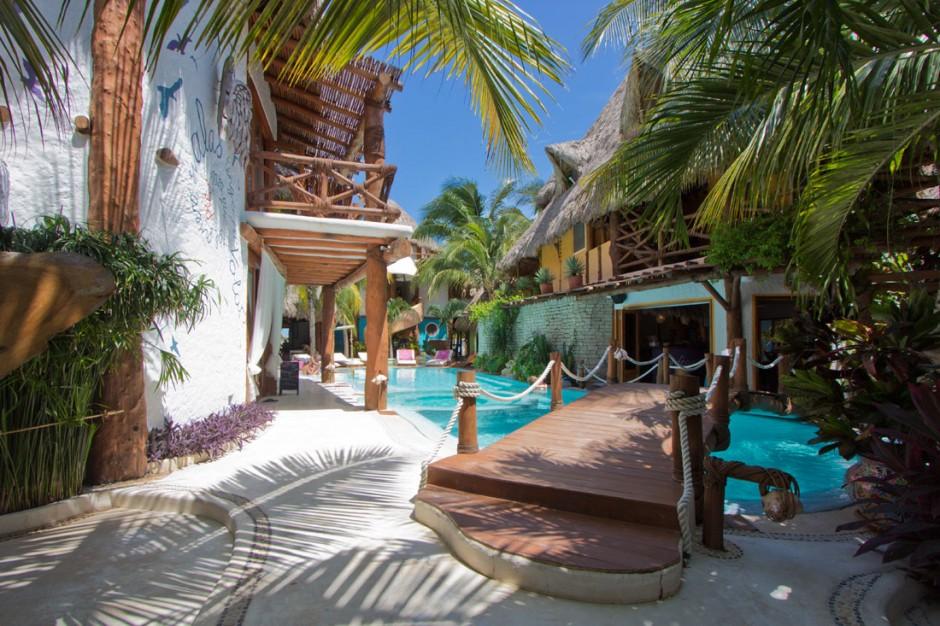 Bridge over the pool at Casa las Tortugas