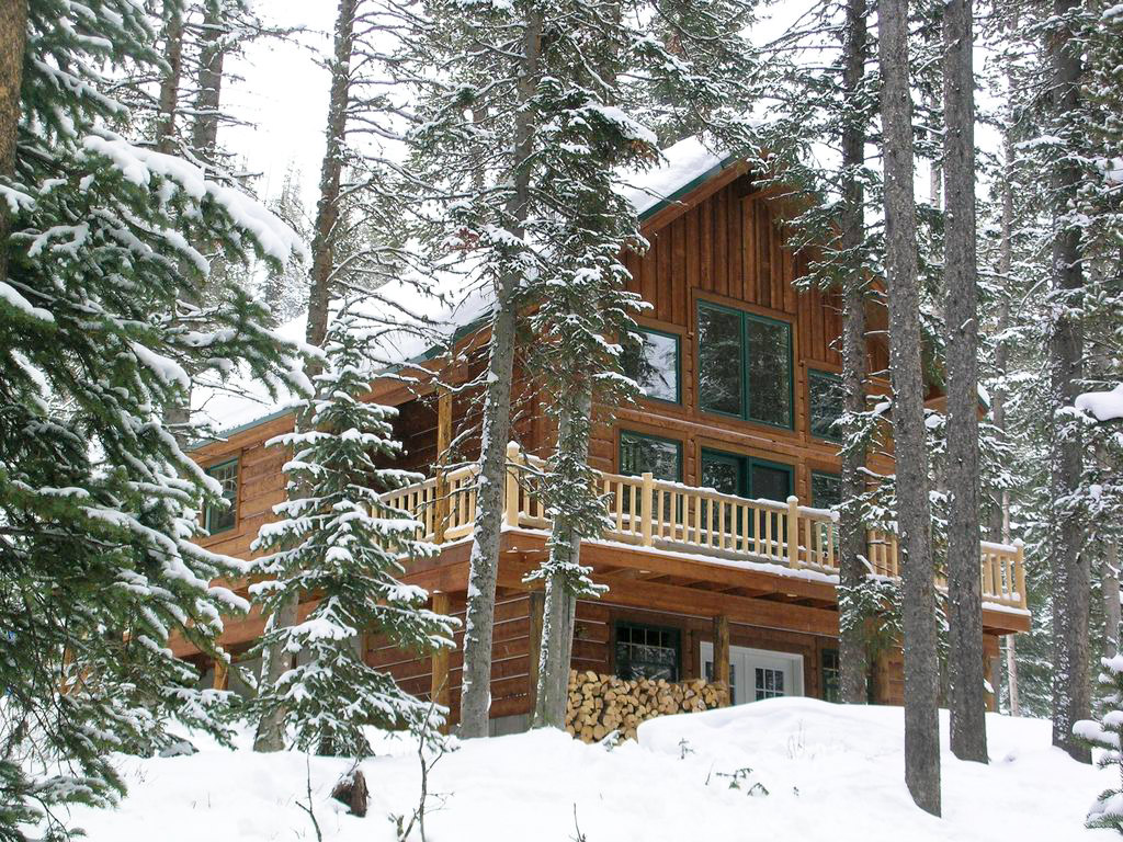 snowy log cabin rentals near Yellowstone