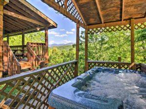 Hot tub of a Gatlingburg cabin