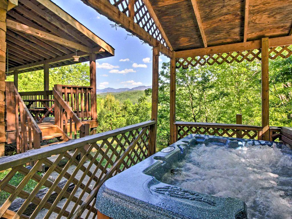 9 cozy gatlinburg cabins for rent for your mountain for Cabin in gatlinburg with hot tub