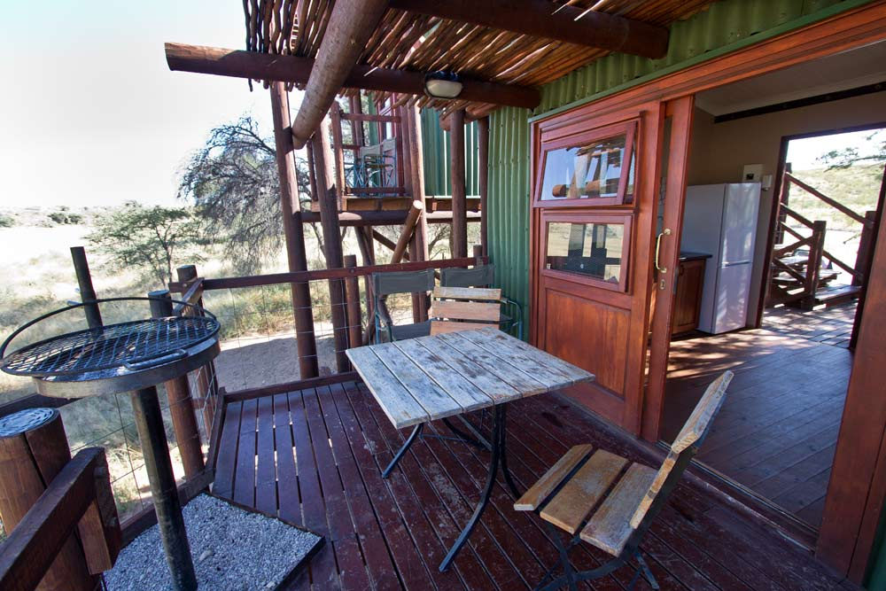 Balcony and kitchen at Urikaruus