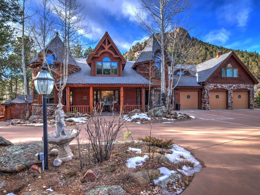 Luxury mountain lodge, best Estes Park lodging