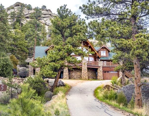 Front of this Estes Park cabins
