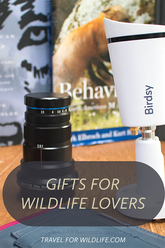 Over 20 ideas for Gifts for Wildlife lovers. From books, to wildlife photography equipment, owl boxes, and donations. Find your inspiration for your next gift here!